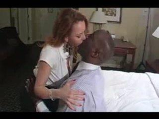 Seksikäs amatööri puuma läkkäämpi vaimo rotujenvälinen aisankannattaja rakkaus