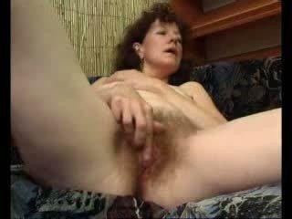 Loose mama teases sie swollen klitoris