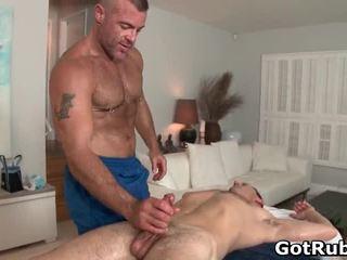 Một đồng tính massage một ngày keeps tthat guy bác sĩ