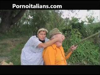 Xưa đĩ does blowjob đến xưa outdoors - vecchia fa pompino al nonno
