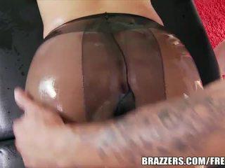 Si rambut perang perempuan menawan berminyak dan pantat/ punggung fucked