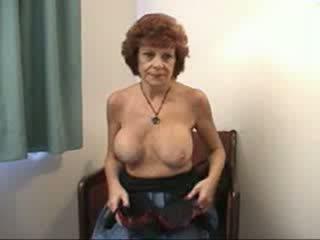 Krūtinga močiutė sucks ir fucks