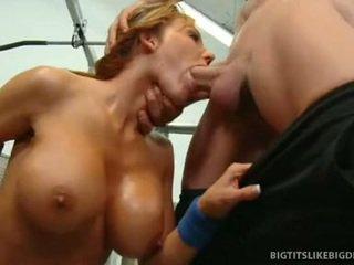 Nikki sexxx wraps lips în jurul gras pula getting throat inpulit adanc