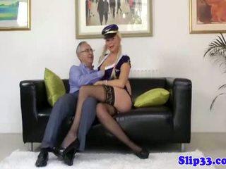 Ízléses szőke masturbates neki minge