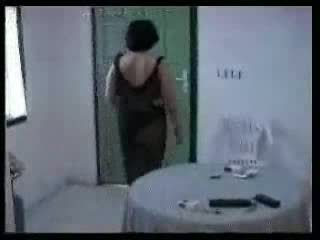 Arab 妈妈 和 two 年轻 boys 自制 视频