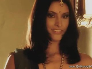 Bollywood beauty strips y teases