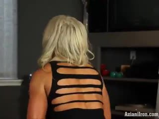 Muscular blond beib megan avalon trenn