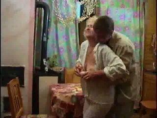 Madura rubia desnudo y forcing polla abajo su throat vídeo