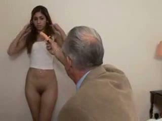 할아버지 fucks 비탄 소녀