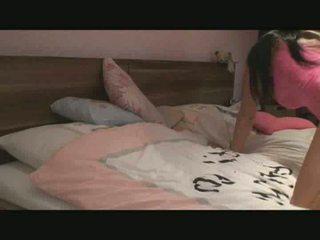 Grand tittet brunette gets une bon baise vidéo