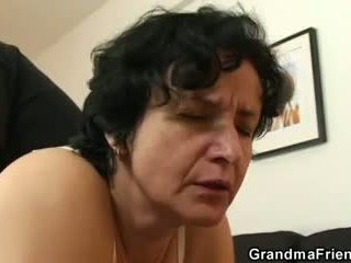 Sie gets sie alt haarig hole filled mit two cocks