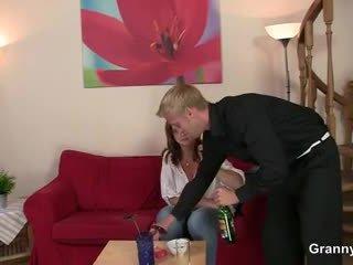 Drunken אישה הוא picked למעלה ו - מזוין