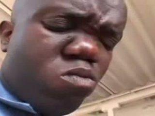סקסי אבוני שוטר מזוין על ידי גמד וידאו