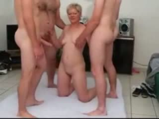 Sandy a maturidad gangbanged by few dicks