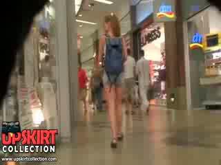 To jest tylko a wspólny amatorskie laska wearing the krótki szorty ale ona looks tak wonderful