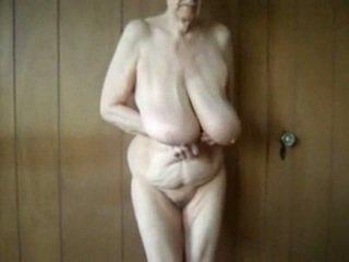 80 letnik old babi s velika saggy prsi