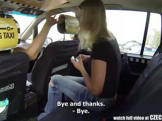 Séc taxi cô gái tóc vàng thiếu niên gets đi chơi của cô ấy cuộc sống