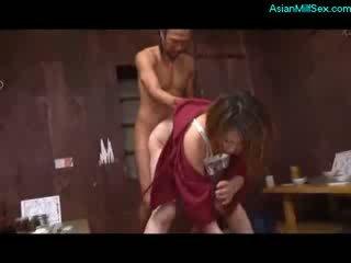 मेच्यूर महिला में kimono सकिंग कॉक गड़बड़ द्वारा 2 guys पर the फ्लोर