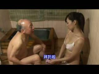 اليابانية ممرضة taking رعاية حول جد فيديو