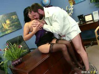 Sexually excited sophia lomeli gets tema suu busy engulfing a raske mees pulgakomm