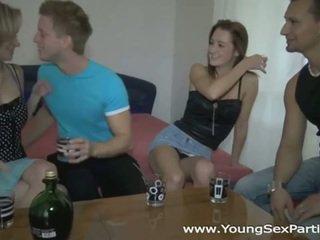 Pijane sluts w gorące młody seks impreza