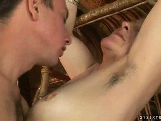 Бабця і хлопець enjoying гаряча секс