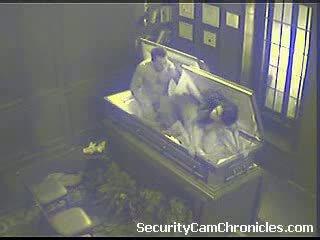 Seks porno në një arkivol - pjesë 2