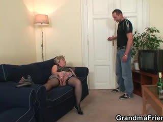ग्रॅनड्मा takes two cocks के बाद masturbation