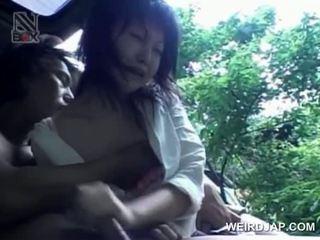 Asia remaja turned seks prisoner eats kontol di knees