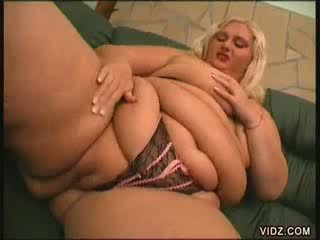 Two plump blondie models pamper their slits