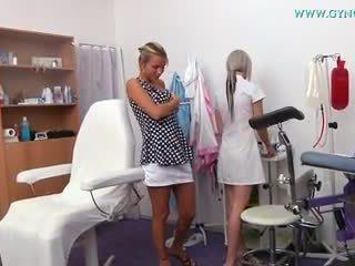 Blonda fata went pentru ei gynecologist pentru regular examen