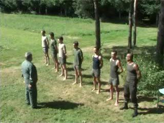 Hazed quân đội undress