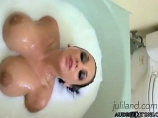 Audrey Bitoni Spread Legs And FingERing In The Tub
