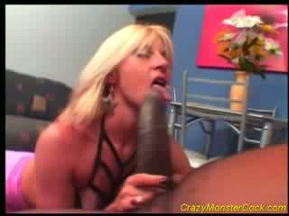 Racy ब्लोंड receives विशाल boner