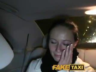 Faketaxi enza fucks mij op camera naar geven naar haar ex