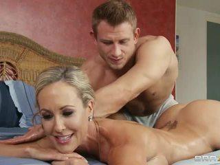 Heiß bodied blond brandi liebe gets sie perfekt arsch licked von masseur