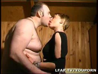 Amatrice blonde a la chatte poilue sodomisee par son mari