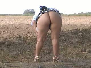 Piss 脂肪 尻 pee で ストリート. bebita メキシコの ふしだらな女