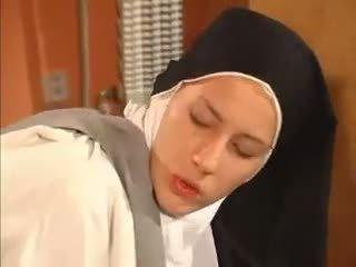 Basah merebut biarawati anal kacau oleh itu priest