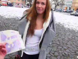 Tschechisch flittchen dominika flashes sie titten