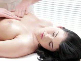 Горещ luci li gets а пълен тяло масаж