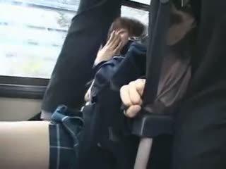 Shocked teengirl haparoi sisään bussi
