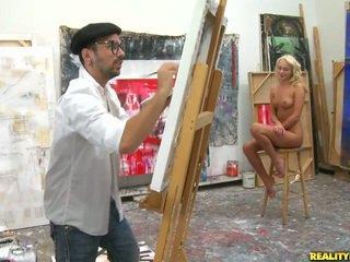 An artist looking para a modelo upang paint
