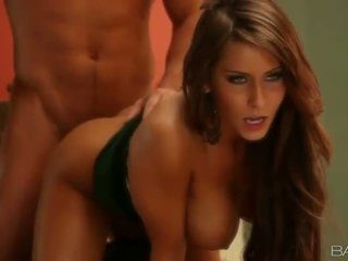 Gros seins cougar madison ivy cuisine sexe