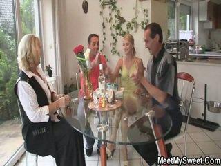 素晴らしい 3 いくつかの ポルノの パーティー アット 彼女の birthday