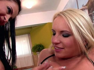 Britney Spring And Candy Alexa T...