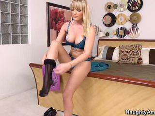 Голям бюст блонди tristyn kennedy събличане