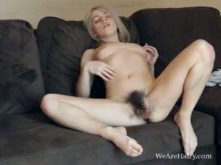 Šī matainas blondīne selena looks tāpat an eņģelis