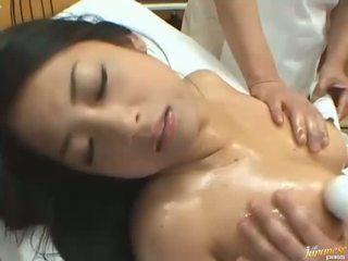 Nhật bản búp bê satomi suzuki ai enjoys một massage