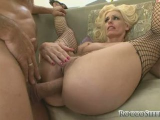 White Babe Darryl Hanah Widens Her Slits Wide Enough And Gets Real Assfucked